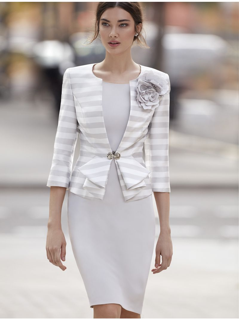Robe courte cintrée avec veste à rayures