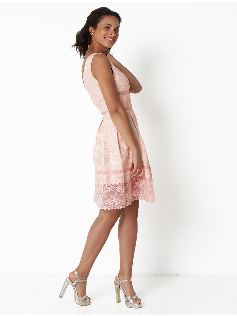Robe en dentelle à motif fleuri - rose pâle
