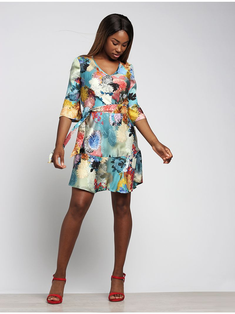 Robe courte imprimé floral avec manches 3/4 évasées
