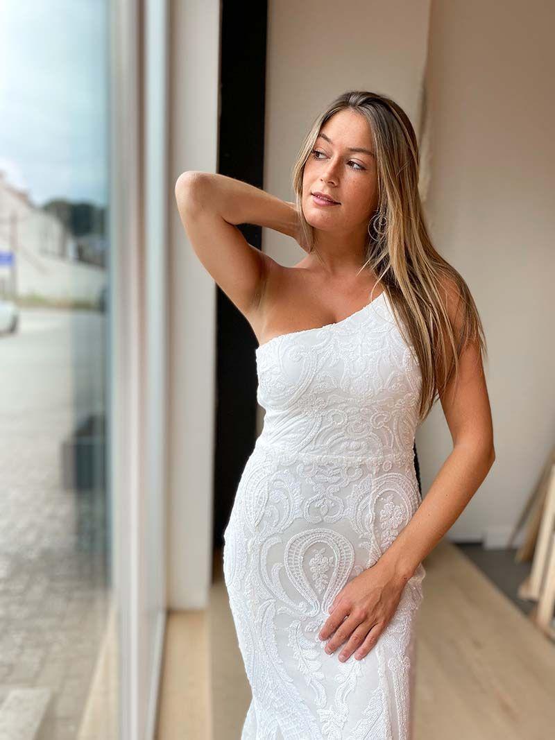 Robe sirène épaule dénudée - Blanche