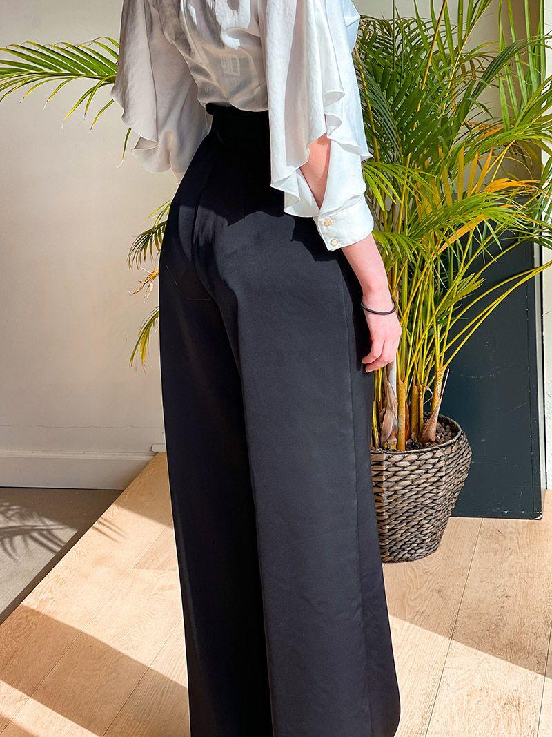 Pantalon évasé avec une ceinture - Noir