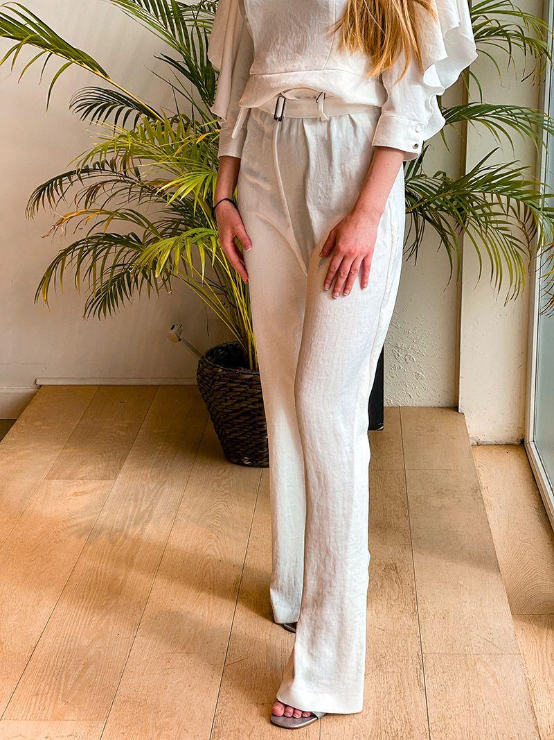 Pantalon évasé avec une ceinture - Blanc